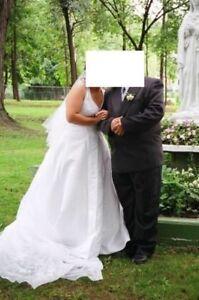 Robe de mariée, Veil et train $250.00 (514 266 4157)