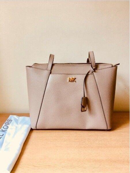 2643fc44a0246 Michael Kors Handbag - Maddie Medium Crossgrain Leather Tote