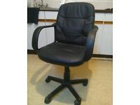 Comfy swivel office chair