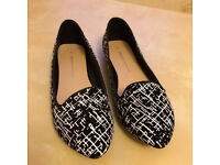 Black with white detail flat shoes Dorothy Perkins size 7 - £5