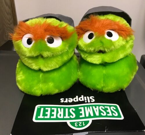 Oscar the Grouch Sesame Street Plush Slippers Size Small 5-6 NEW NWT
