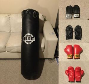 LIKE NEW- 100 lb IBF Professional Boxing Bag + 2 Pairs of gloves