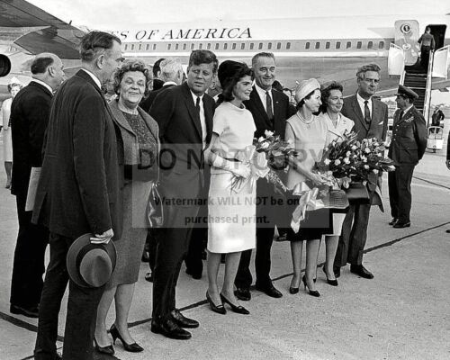 PRESIDENT JOHN F. KENNEDY & JACQUELINE IN HOUSTON 11/21/63 - 8X10 PHOTO (BB-177)