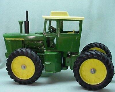 Ride Toy Tractors - Ertl John Deere toy tractor 7520 4 wheel drive  1971