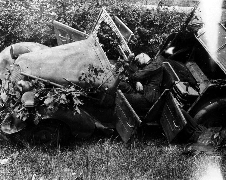 """Dead German Soldiers shot in their car 8""""x 10"""" World War II Photo Picture #2"""