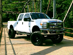 2011 Ford F250 Super Duty Fx4 ( lifted)