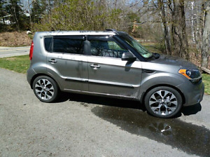 Kia Soul 4U-fully loaded! Excellent condition