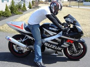 2003 gsxr 600 37k 3300$ negotiable , needs nothing for safety