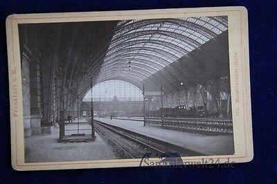 altes CDV Foto vom Bahnhof Frankfurt am Main  mit Zug um 1889