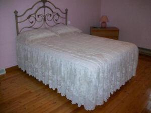 Douillette couvre lit soie & dentelle lit double couvre pieds