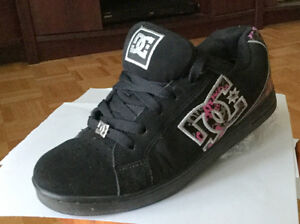'DC' Runners Size 7 Girls or Ladies Sneakers Shoes