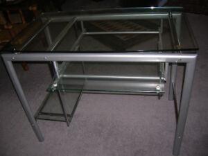 table de verre pour ordinateur