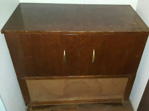 Vintage Record Player/Radio from 1951. *PLEASE READ DESCRIPTION*
