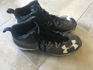 mens football cleats in size 10.5