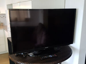 32 INCH SAMSUNG HD TV