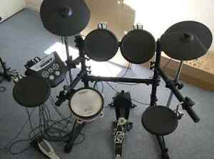 Roland TD6 Electronic Expanded Drum Kit with drum stool