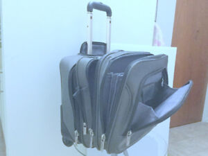 """Mobile Office (Carry On) Business Travel Luggage 17"""" Lap Samsoni"""