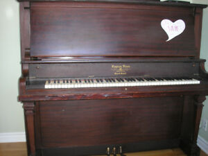 Piano droit ANTIQUE LAYTON BROS