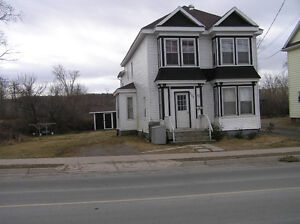 Large attractive 3 bdrm on Queen St.