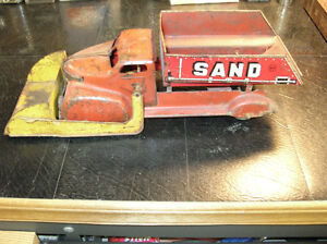1940 MARX Sand and Gravel dump truck with front plow bucket