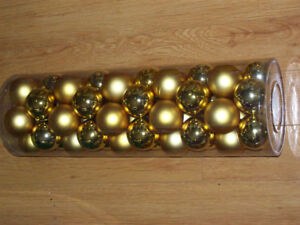PACK OF LARGE GOLD CHRISTMAS TREE DECORATIVE HANGING BALLS