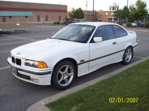 Belle BMW 318 IS 1994