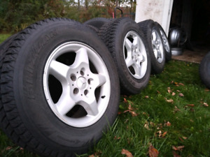 235/70R16 Bridgestone Blizzak DM-Z3 Snow tires and rims