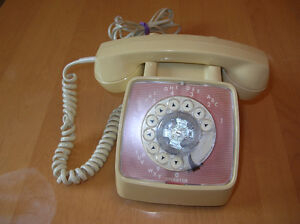 Vintage GTE Rotary  Telephone white beige 1978