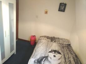 Single Room with double bed, 2 Bed Flat with Living room, All bills included