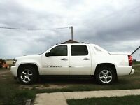 2012 White Diamond Chev Avalanche LTZ