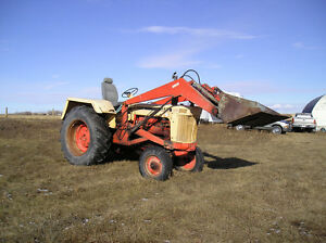 Case 930 Comfort King Tractor with FEL