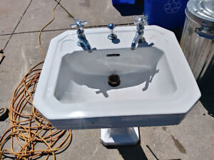 Old sink comes old taps in great condition