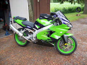2001 Kawasaki Ninja ZX9R (GREAT SHAPE )NO ISSUES