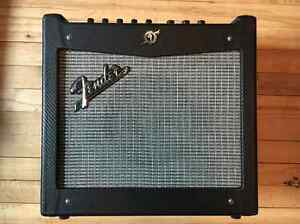 "COMME NEUF -Ampli Fender Mustang I V.2 20 watt 1x8"" Guitar Combo"