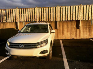 2016 Tiguan 4 motion Low kilometers ONLY 22000!