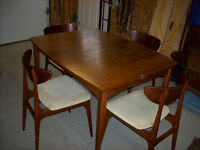 60'S WALNUT TABLE & 4 CHAIRS