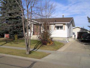 3 bedroom house in Lamont for sale by owner.