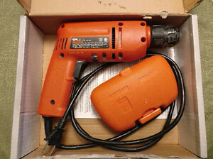 Black & Decker Corded Electric Drill w/drill bits kit, good cond