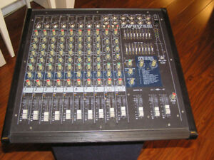 Console Yorkville AP812