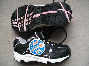 Brooks Women's Steel Toe, CSA Safety Shoes, size 9 EE, NEW