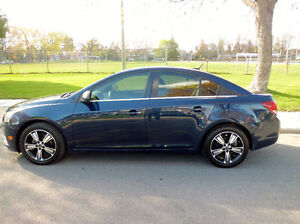 2011 Chevrolet Cruze LS ( 118000 km  gr elect + a/c + mags)