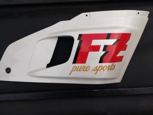 FZ 750 coté droit ( FZ pure sport) neuf.