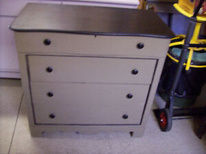 SOLID WOOD 4 DRAWER DRESSER