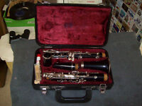 YAMAHA CLARINET WITH CASE AND BOOK