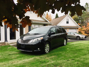 Toyota Sienna  XLE. AWD.  Loaded, top of this line