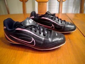 Size 1Y - Nike Soccer Shoes