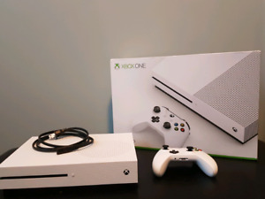 XBOX ONE S 500GB Console Like New includes controller