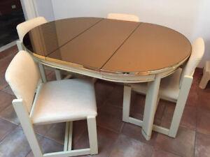Table de salle à manger et 4 chaises
