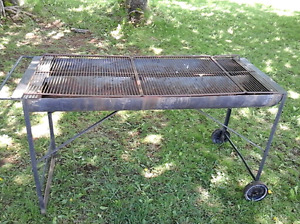 Large Portable Charcoal Party B.B.Q/ Grill  on wheels. $40.00