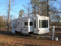 34 ft 5th wheel montana keystone with artic package